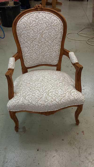 tarif et prix tapissier chaises et fauteuils en vente. Black Bedroom Furniture Sets. Home Design Ideas